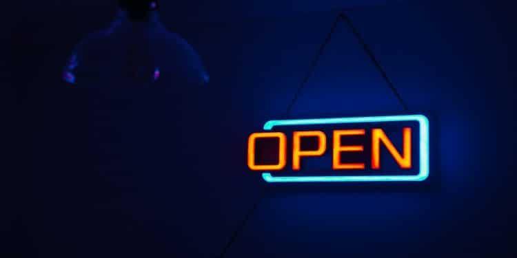 Quels sont les avantages d'une enseigne lumineuse pour une entreprise?